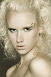 Elina Leskinen model. Elina Leskinen demonstrating Face Modeling, in a photoshoot by Sami Vaskola.Photographer: Sami VaskolaFace Modeling Photo #97090