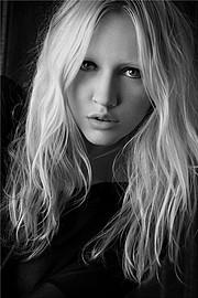 Elke Bonner model. Photoshoot of model Elke Bonner demonstrating Face Modeling.Face Modeling Photo #93397