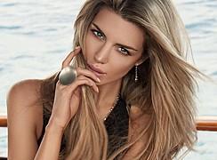 Elle Liberachi model. Photoshoot of model Elle Liberachi demonstrating Face Modeling.Sarah May JewelleryFace Modeling Photo #109896