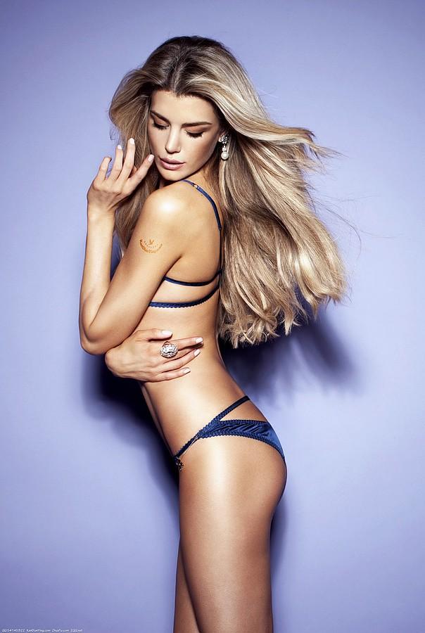 Elle Liberachi Model