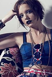 Ellie Knight model. Photoshoot of model Ellie Knight demonstrating Face Modeling.Face Modeling Photo #84839
