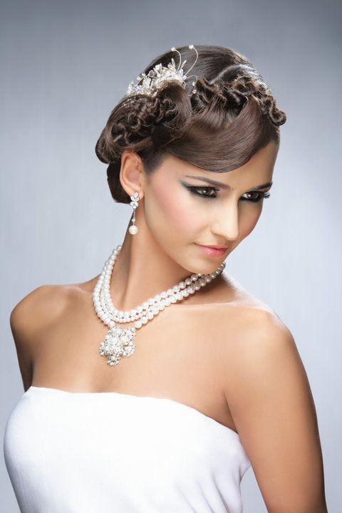 Emma Singh model. Photoshoot of model Emma Singh demonstrating Face Modeling.NecklaceFace Modeling Photo #127494