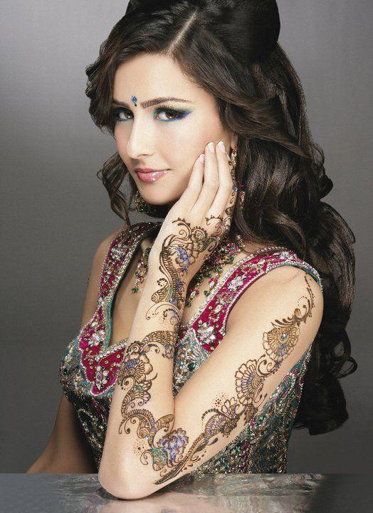 Emma Singh model. Photoshoot of model Emma Singh demonstrating Face Modeling.Face Modeling Photo #55212