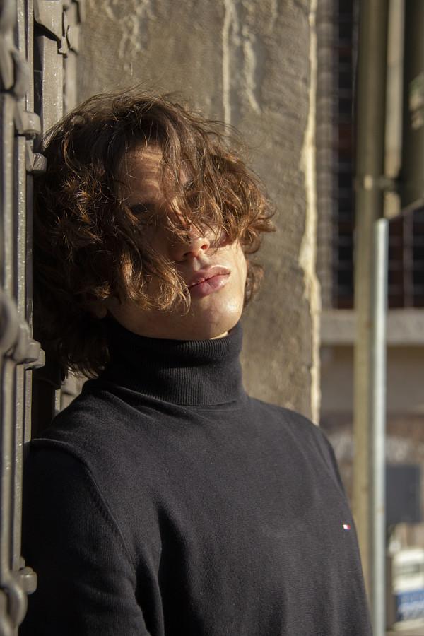 Eric Welter model (modello). Photoshoot of model Eric Welter demonstrating Commercial Modeling.Photo by Nicola SimoniCommercial Modeling Photo #230419