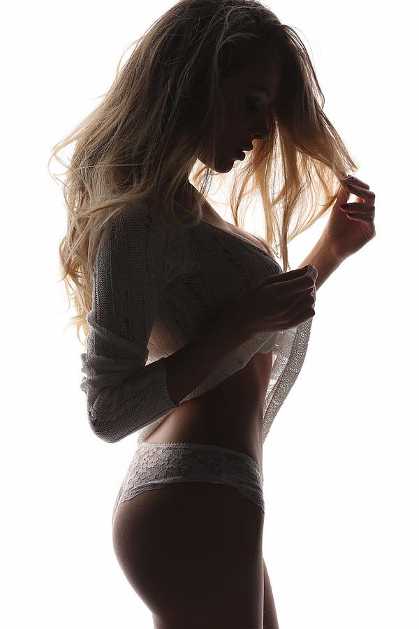 Erika Aurora Pistis model & actress. Erika Aurora Pistis demonstrating Body Modeling, in a photoshoot by Alberto Buzzanca.Body Modeling Photo #165525