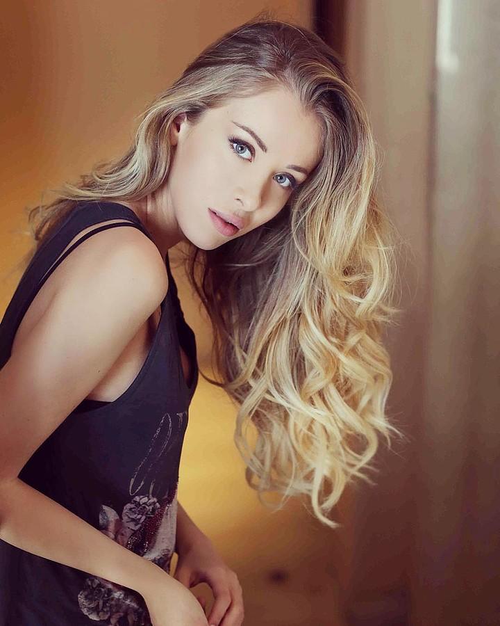 Erika Aurora Pistis model & actress. Photoshoot of model Erika Aurora Pistis demonstrating Face Modeling.Face Modeling Photo #165536