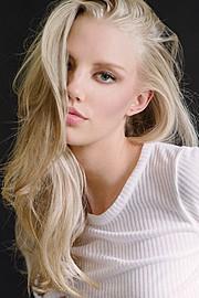 Erika Myrvik model. Photoshoot of model Erika Myrvik demonstrating Face Modeling.Face Modeling Photo #118078