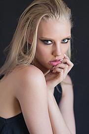 Erika Myrvik model. Photoshoot of model Erika Myrvik demonstrating Face Modeling.Face Modeling Photo #148745
