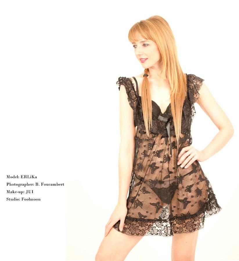 Erlika Rucinska model (modèle). Photoshoot of model Erlika Rucinska demonstrating Body Modeling.Body Modeling Photo #203263