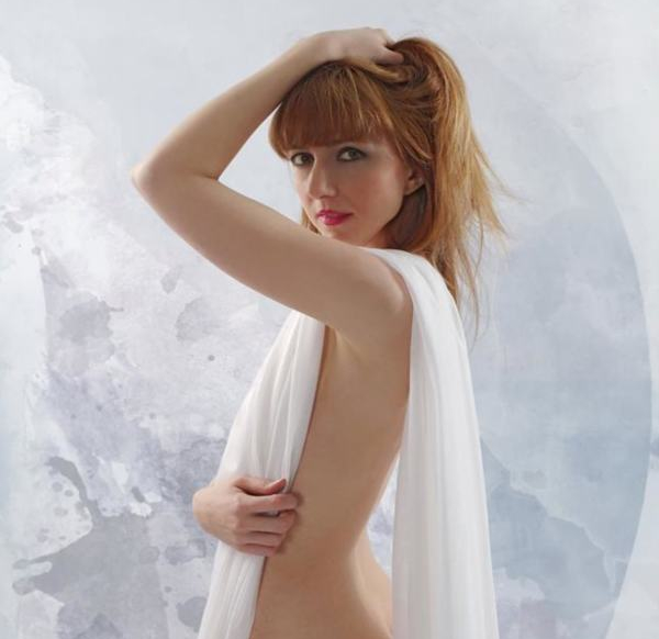 Erlika Rucinska model (modèle). Photoshoot of model Erlika Rucinska demonstrating Body Modeling.Patrick CartonBody Modeling Photo #205520