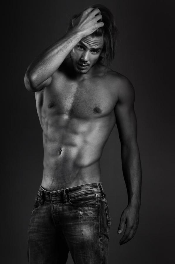 Etther Zag model (modèle). Photoshoot of model Etther Zag demonstrating Body Modeling.Body Modeling Photo #109085