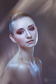Ewa Paczkowska model & makeup artist. Ewa Paczkowska demonstrating Face Modeling, in a photoshoot by Jay Alonzo.photographer Jay AlonzoFace Modeling Photo #129207