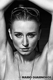 Ewa Paczkowska model & makeup artist. Ewa Paczkowska demonstrating Face Modeling, in a photoshoot by Mario Guarneros.photographer Mario GuarnerosFace Modeling Photo #129234