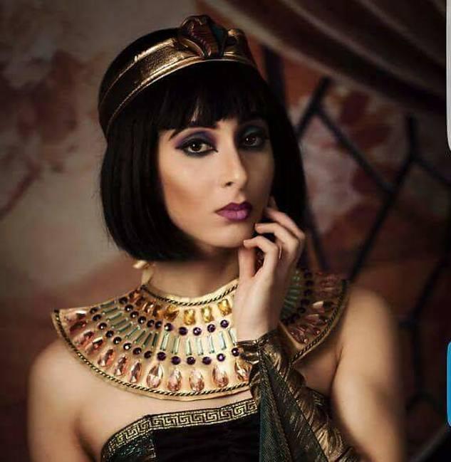 Faten Saber model. Photoshoot of model Faten Saber demonstrating Face Modeling.Face Modeling Photo #197238