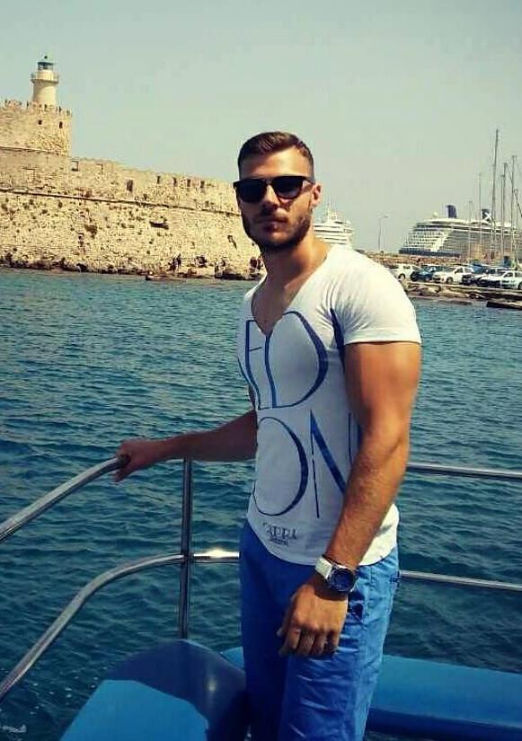 Giannis Stivaxtis Μοντέλο