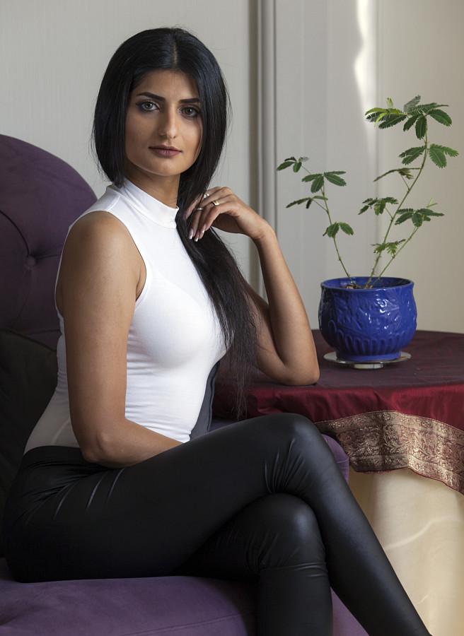 Golaleh Rigi Model & Actress
