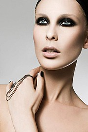 Guilaine Frichot makeup artist (maquilleur). Work by makeup artist Guilaine Frichot demonstrating Grooming.Grooming Photo #48655