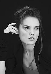 Hanna Toivakka model. Photoshoot of model Hanna Toivakka demonstrating Face Modeling.Face Modeling Photo #96999