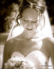 Helen Selmeczy is a Gold Coast Wedding and Lifestyle Photographer. She studied at the Photography Institute and is a member of the AIPP. Alo
