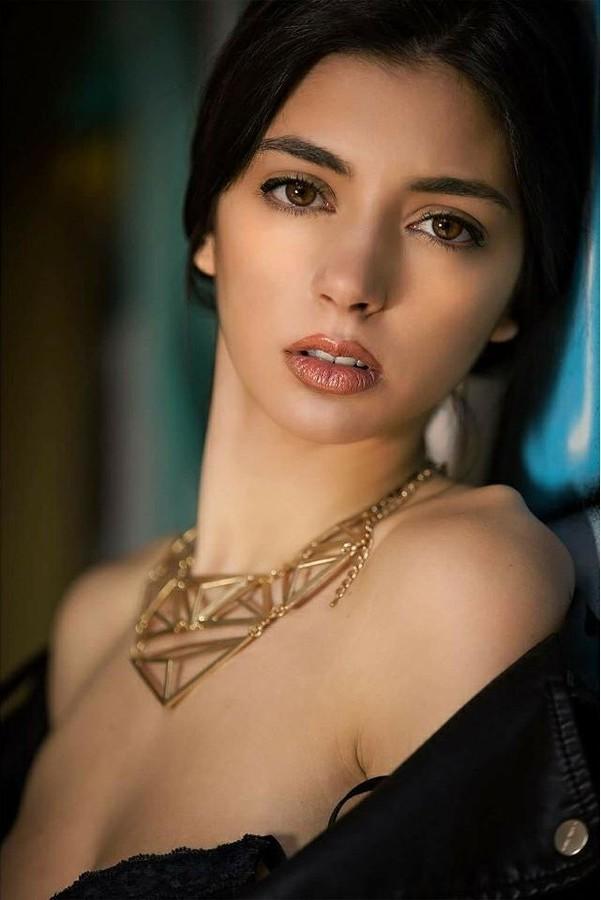 Hilary Merlini Modella