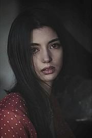 Hilary Merlini model (modella). Photoshoot of model Hilary Merlini demonstrating Face Modeling.Face Modeling Photo #183540