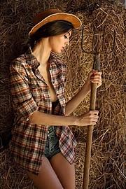 Hilary Merlini model (modella). Photoshoot of model Hilary Merlini demonstrating Fashion Modeling.Fashion Modeling Photo #183567