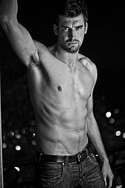 Hugo Salmon model (modèle). Photoshoot of model Hugo Salmon demonstrating Body Modeling.Body Modeling Photo #73186