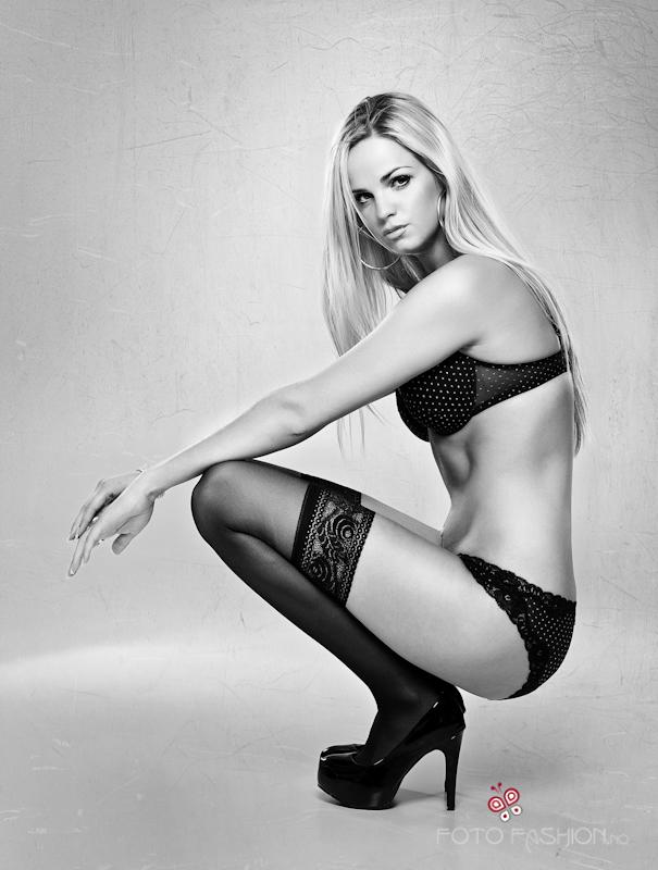 Ida Anette model (modell). Photoshoot of model Ida Anette demonstrating Body Modeling.Body Modeling Photo #84908