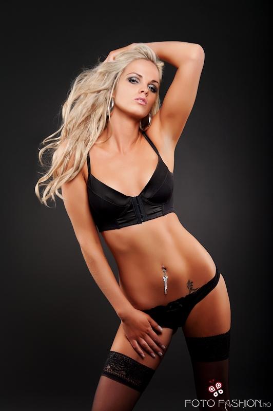 Ida Anette model (modell). Photoshoot of model Ida Anette demonstrating Body Modeling.Body Modeling Photo #84912