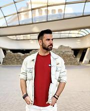 Ο Ιωάννης Ηλιάδης είναι μοντέλο με έδρα την Θεσσαλονίκη.Είναι διαθέσιμος για φωτογραφήσεις προώθηση προϊόντων επιδείξεις μόδας και fashion s
