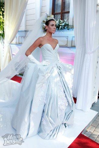 Irina Antonenko (Ирина Антоненко) model & actress. Photoshoot of model Irina Antonenko demonstrating Runway Modeling.Wedding GownRunway Modeling Photo #81787