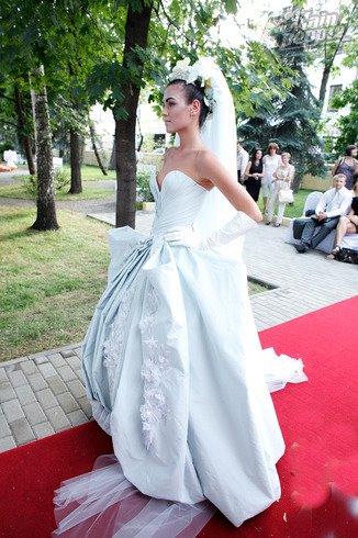 Irina Antonenko (Ирина Антоненко) model & actress. Photoshoot of model Irina Antonenko demonstrating Runway Modeling.Runway Modeling Photo #81788