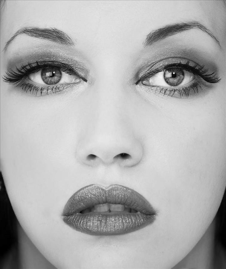 Iryna Bowman model. Photoshoot of model Iryna Bowman demonstrating Face Modeling.Face Modeling Photo #122668
