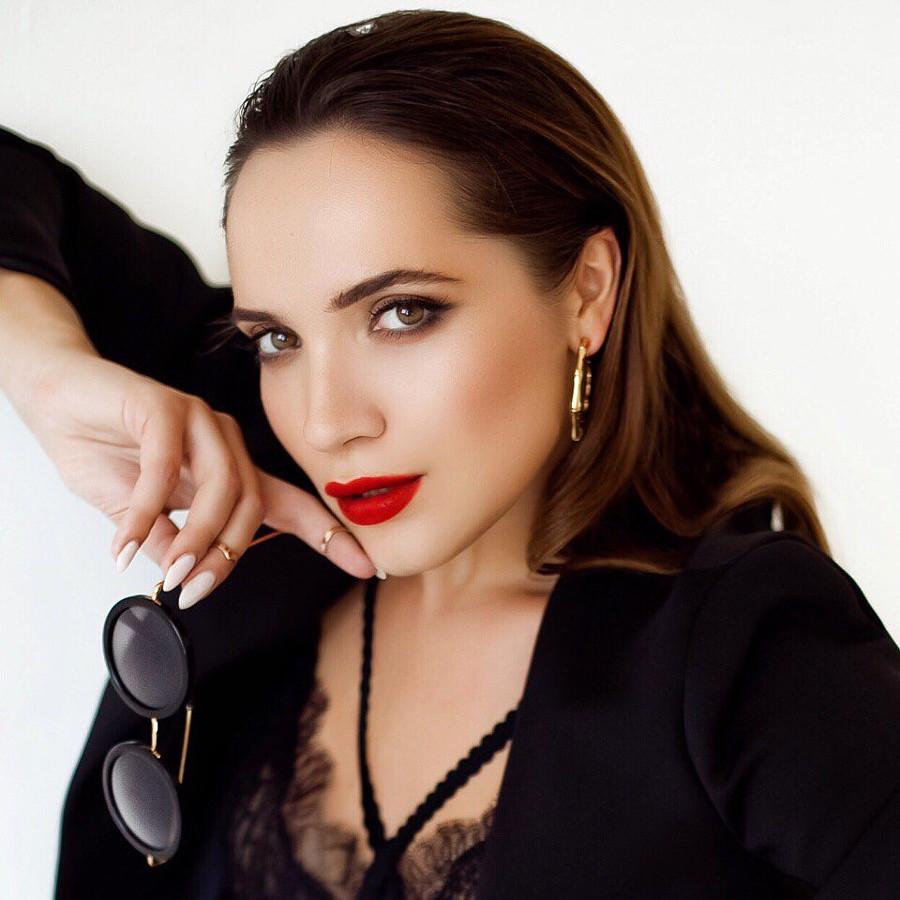 Iryna Vladman model. Photoshoot of model Iryna Vladman demonstrating Face Modeling.Face Modeling Photo #189225