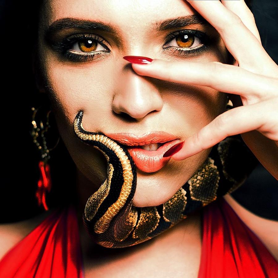 Iryna Vladman model. Photoshoot of model Iryna Vladman demonstrating Face Modeling.Face Modeling Photo #189230