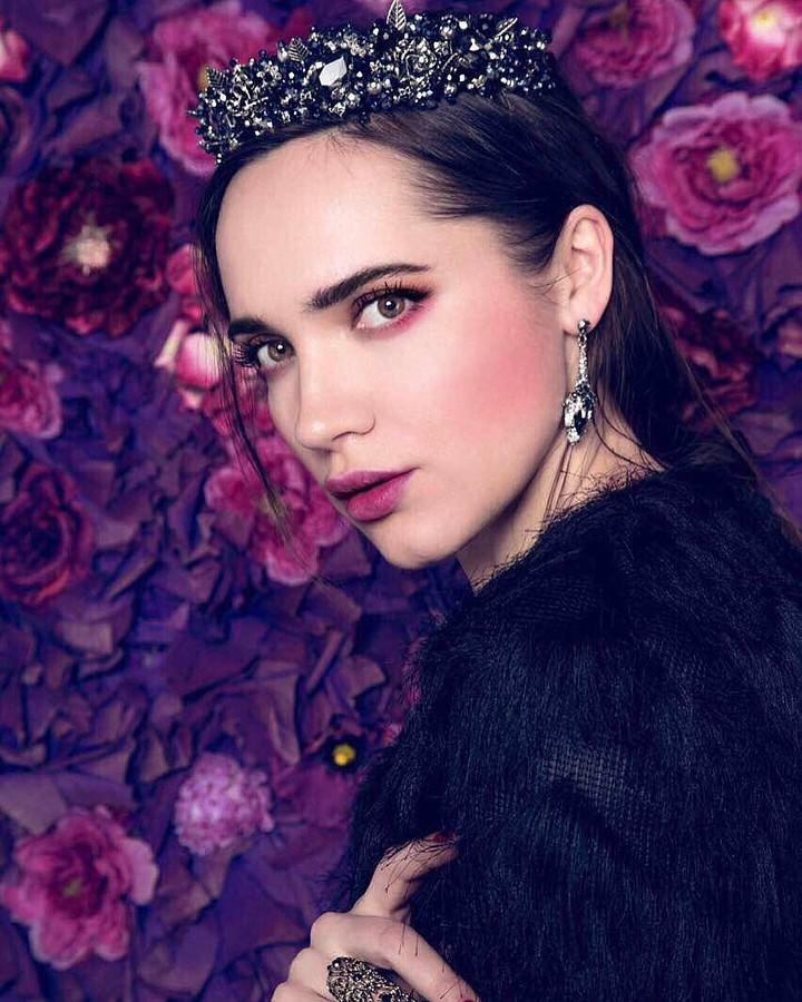 Iryna Vladman model. Photoshoot of model Iryna Vladman demonstrating Face Modeling.Face Modeling Photo #189311