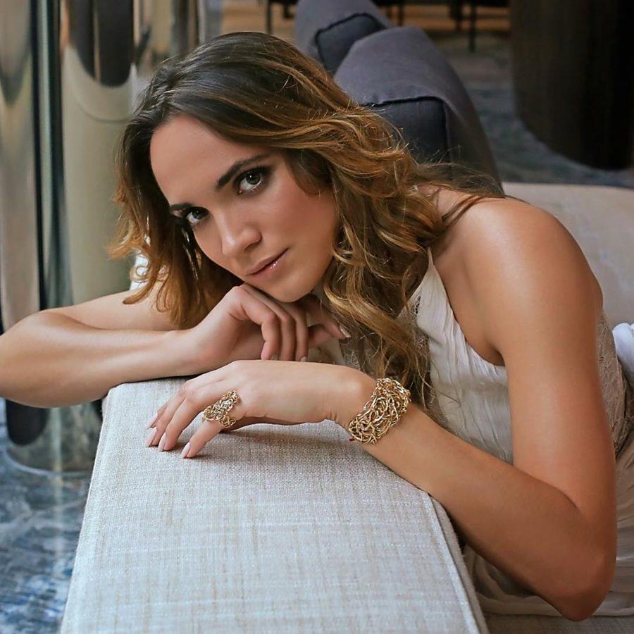 Iryna Vladman model. Photoshoot of model Iryna Vladman demonstrating Face Modeling.Bracelet,RingFace Modeling Photo #189313