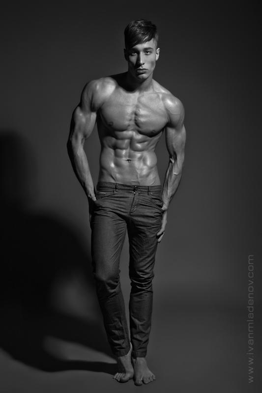 Ivan Mladenov photographer (fotograf). Work by photographer Ivan Mladenov demonstrating Body Photography.Body Photography Photo #92030