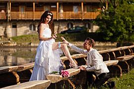 Jmenuji se Ivan Mladenov a jsem profesionální fotograf na volné noze. Specializuji se na modeling, módu, akty a reklamu, fotím ale i fotky j