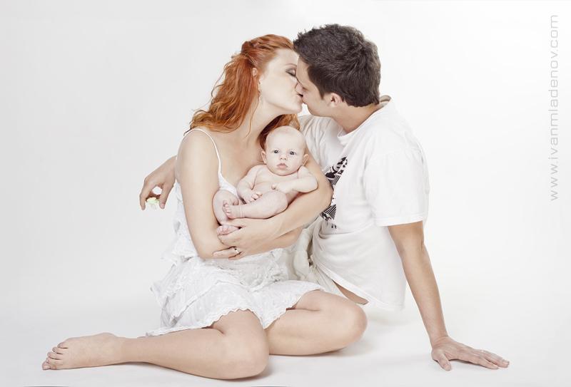 Ivan Mladenov photographer (fotograf). Work by photographer Ivan Mladenov demonstrating Baby Photography.Baby Photography Photo #92131