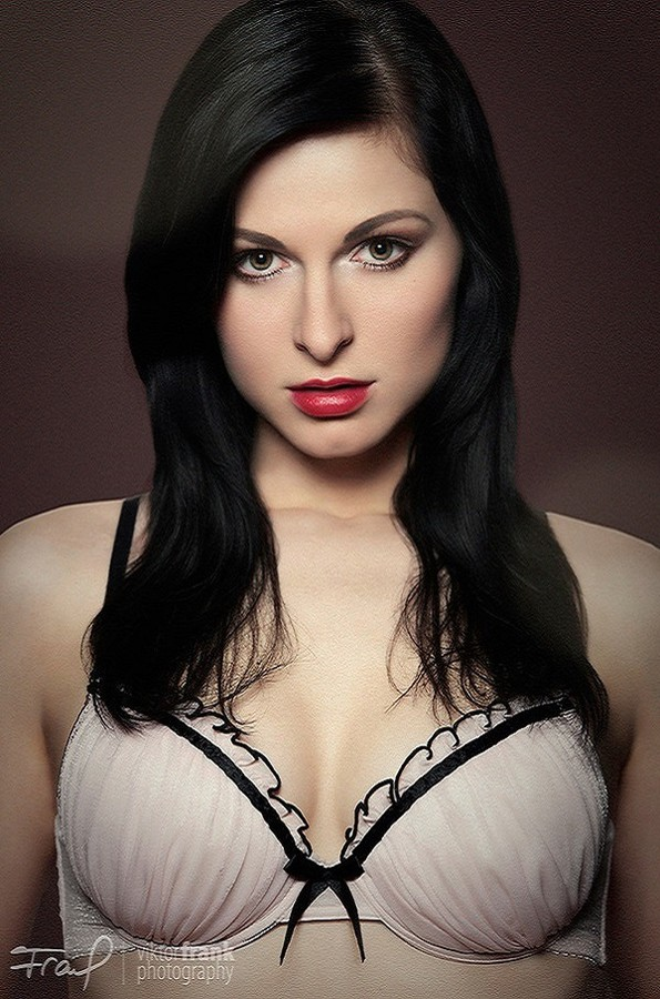 Ivana Cermakova (Ivana Čermáková) model & dancer. Photoshoot of model Ivana Cermakova demonstrating Face Modeling.Face Modeling Photo #89063