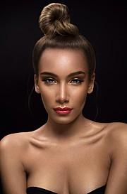 J Lynne Harris model. J Lynne Harris demonstrating Face Modeling, in a photoshoot by Kyron Tyson.MUA Shataya WorthFace Modeling Photo #117940