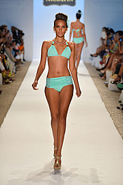 J Lynne Harris model. Photoshoot of model J Lynne Harris demonstrating Runway Modeling.Runway Modeling Photo #73639