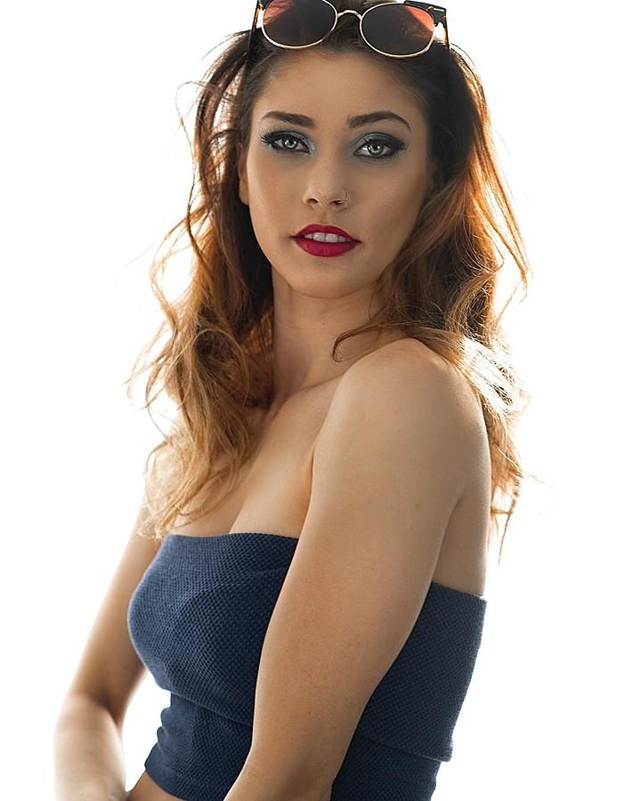 Jade Omardeen model. Photoshoot of model Jade Omardeen demonstrating Face Modeling.Face Modeling Photo #211705