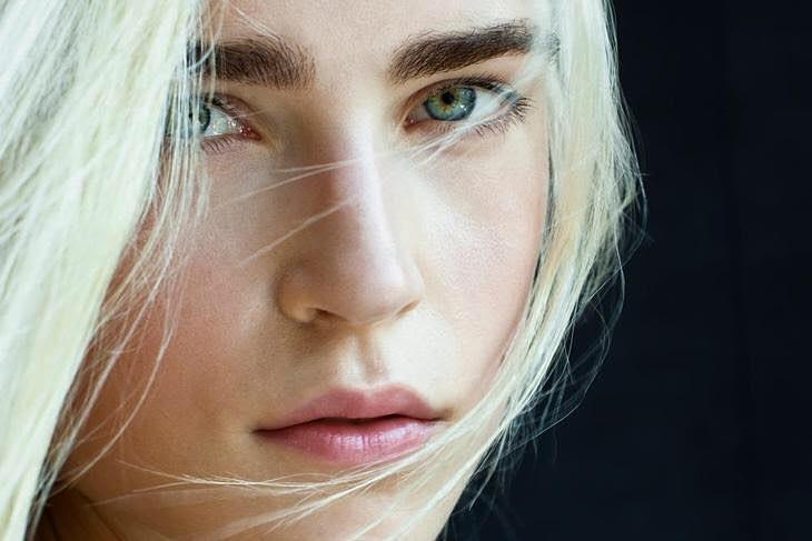 Jana Knauerova model. Photoshoot of model Jana Knauerova demonstrating Face Modeling.Face Modeling Photo #175422