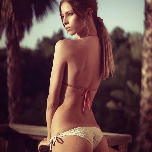 Janaina Reis model (modelo). Photoshoot of model Janaina Reis demonstrating Body Modeling.Body Modeling Photo #113600