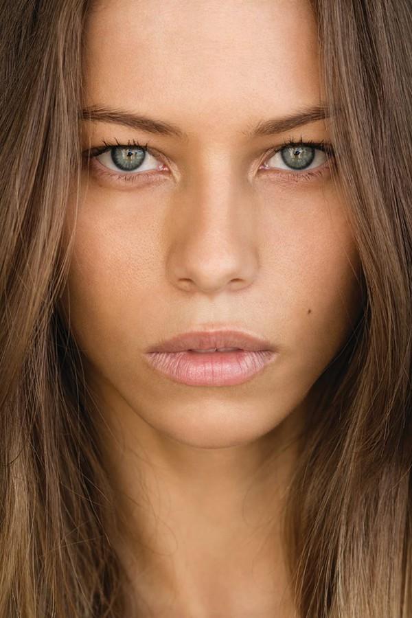 Janaina Reis model (modelo). Janaina Reis demonstrating Face Modeling, in a photoshoot by Marcos Duarte.photographer Marcos DuarteFace Modeling Photo #113605