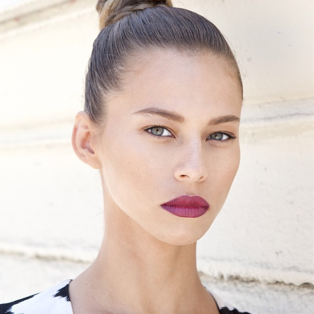 Janaina Reis model (modelo). Photoshoot of model Janaina Reis demonstrating Face Modeling.Face Modeling Photo #113610