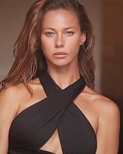 Janaina Reis model (modelo). Photoshoot of model Janaina Reis demonstrating Face Modeling.Face Modeling Photo #230101