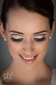 Janet Rowe is a makeup artist based in Palmerston North. Janet offers a fully-mobile skincare and makeup service in Manawatu, so her clients